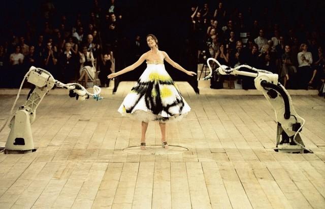 3_spray_painted_dress_no_13_ss_1999_model_-_shalom_harlow_image_-_catwalking